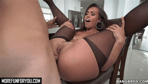 kelsi monroe work her big ass for money at bangbros morefunforyou