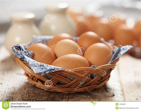 cr駱ine cuisine oeufs bruns frais photographie stock libre de droits image 14236237