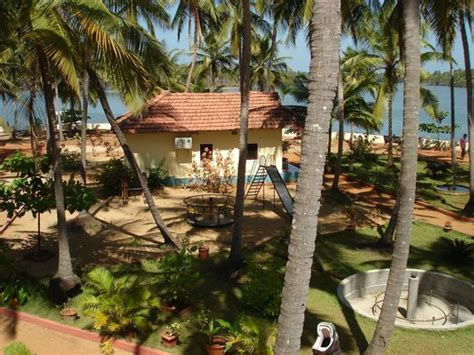 backwater cottages picture  paradise lagoon udupi