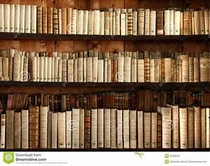 Alte Bücher Auf Einem Regal Lizenzfreie Stockfotografie Bild: 23328467
