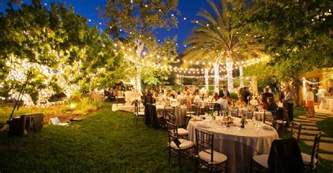 Wedding Reception In Backyard - 10 tips on planning an amazing backyard wedding elegante