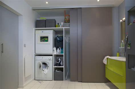 agencer une cuisine et buanderie cachée derrière les mêmes portes