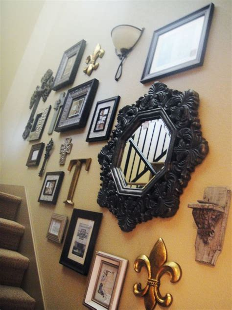 photo wall hanging  stair homemydesign