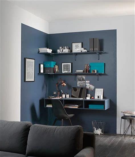 deco salon coin bureau mis en lumiere par  couleur
