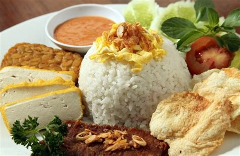 enticing indonesian foods  tickle  tastebuds