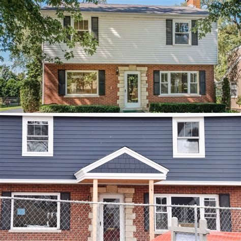 what color siding goes with brick new house designs