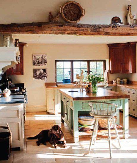 una casa de campo de estilo ingles decoracion de