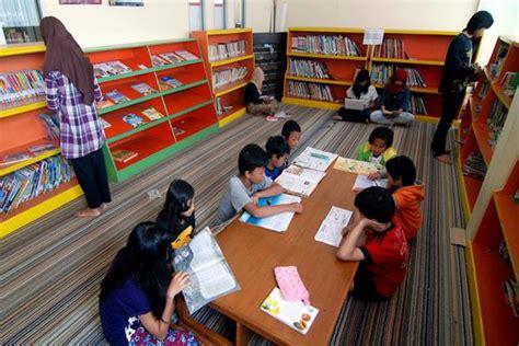 pt tps sumbang ratusan buku bagi taman bacaan surabaya