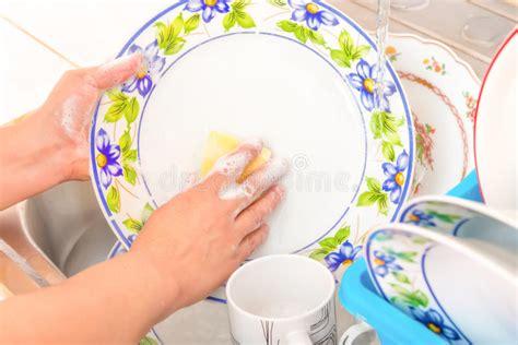 vaisselle de cuisine faire la vaisselle dans l 39 évier de cuisine photo stock