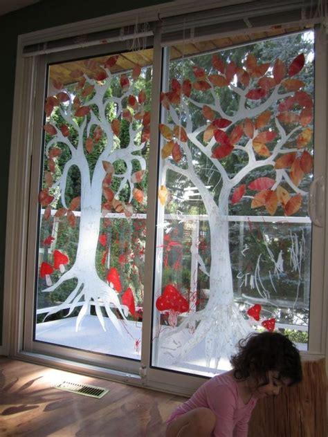 Herbstdeko Fenster Mit Kindern by Fr 246 Hliche Fensterbilder Malen Auf Glas T 252 Ren Baum Bunte