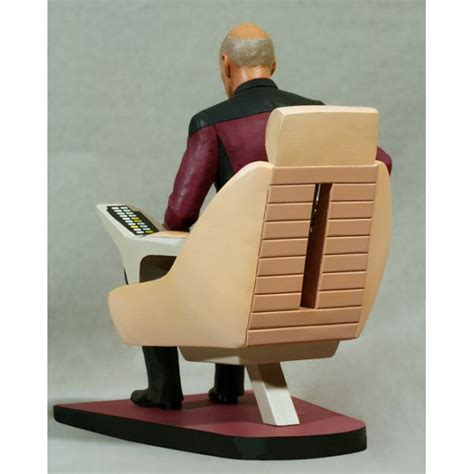 trek tng statue jean luc picard in captain 180 s chair 26 cm