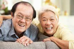 Entspannen Zu Hause : von mehreren generationen chinesische familie die sich zu hause entspannt stockfoto bild von ~ Buech-reservation.com Haus und Dekorationen