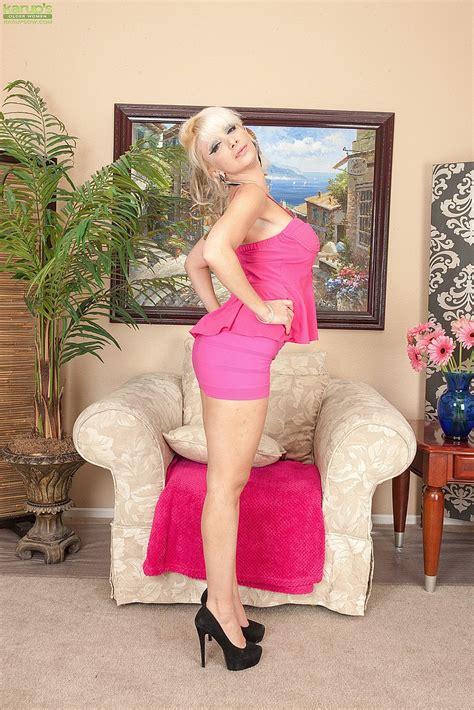Blonde Milf Natasha Juja Spread Her Legs Milf Fox