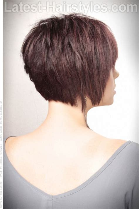 graduated layered haircut side back textured bob haircut with volume and 5871