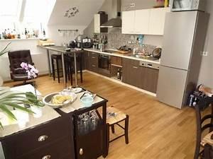 Kuche kuhlschrank bartisch und stuhle prima zustand for Küche bartisch