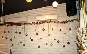 a party style: christmas :: restaurant decorations