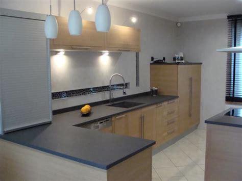il cuisine cuisine quadratika façade chêne clair et plan technostone