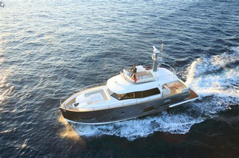 Types Of Boats Yachts by Motorboat Terms Different Powerboat Types Uses And