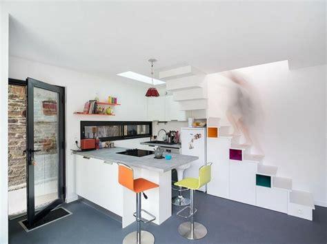 cuisine sous escalier aménagement sous escalier propositions originales