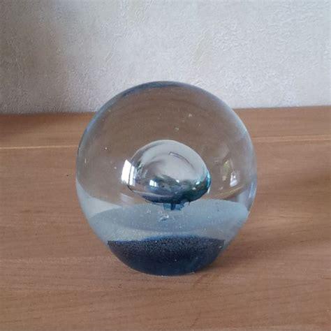 pendules murales cuisine boule presse papier bulle bleue en verre