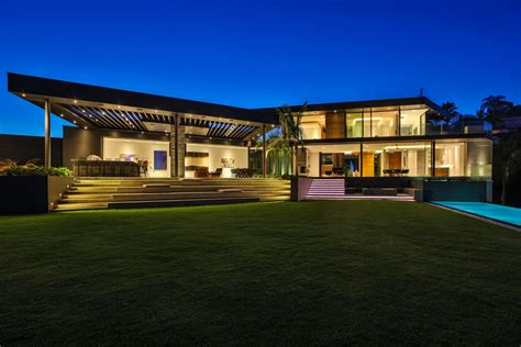 Outstanding Modern Contemporary Style Mansion In Beverly