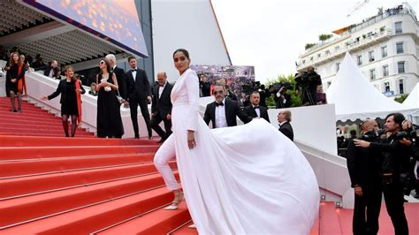 cannes  sonam kapoor walks  red carpet   boss