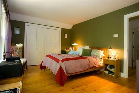 Luxury Green Bedroom Walls Design with Dark Green Painted