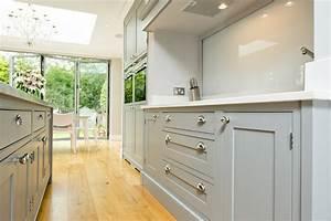 Maple & Gray: Traditional Grey & White Shaker Kitchen
