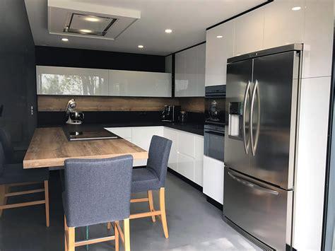 cuisine noir emejing cuisine avec frigo noir contemporary lalawgroup