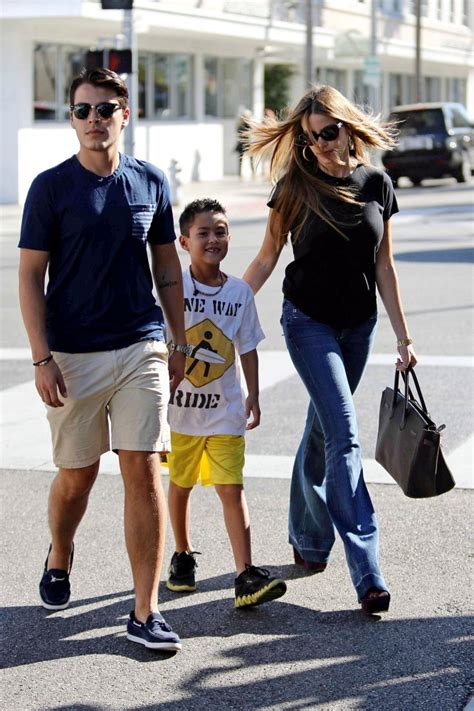 sofia vergara family sofia vergara photos photos sofia vergara grabs lunch