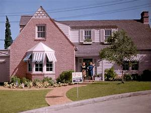 """A """"Bewitched"""" House: 1164 Morning Glory Circle"""