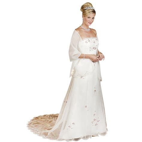 Wedding Outfits for Women Over 50 - Wedding and Bridal Inspiration
