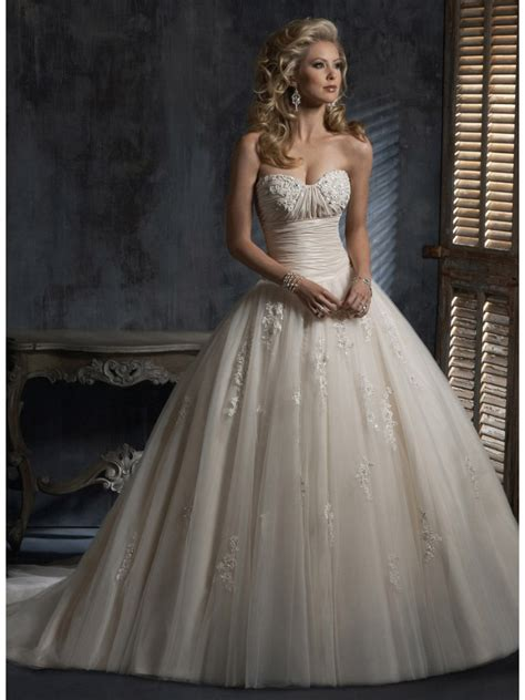 Ball Gown Sweetheart Court Train Taffeta And Tulle Light