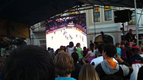 Čeští hokejisté se na ms představí v základní skupině a, kterou odehrají v olympijském sportovním centru. Cesko Slovensko MS 2012 Kezmarok - YouTube