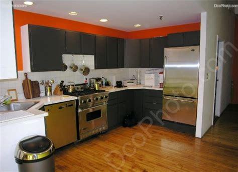 cuisine orange et gris aménagement cuisine orange