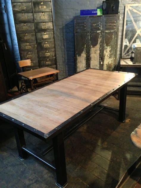 magnifique table industrielle en bois et métal style