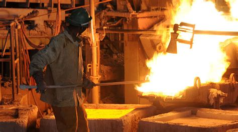 vedanta sticks  plan  expand indian smelter