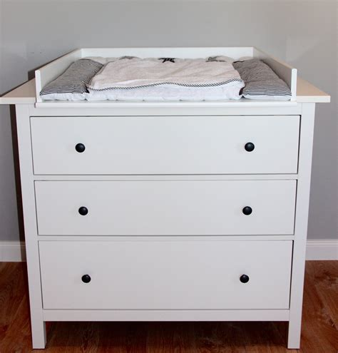 chambre hemnes bords arrondis table à langer blanche pour commode ikea