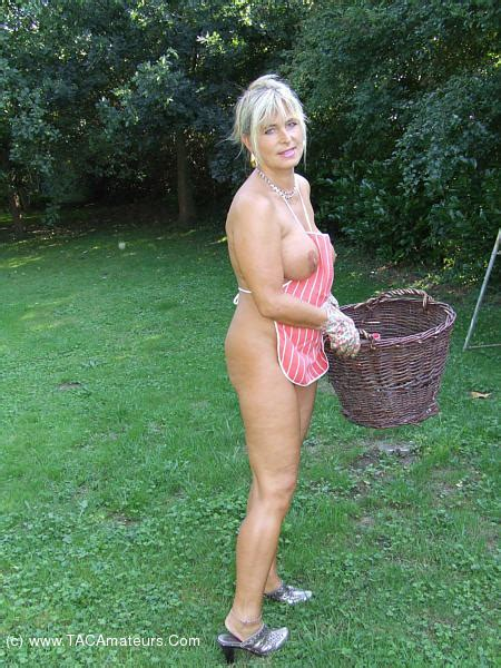 Big Tits Flashing Nude Chrissy From Europe Youx Xxx