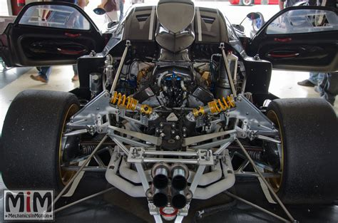 pagani engine pagani zonda r 1 18 scale replica by autoart