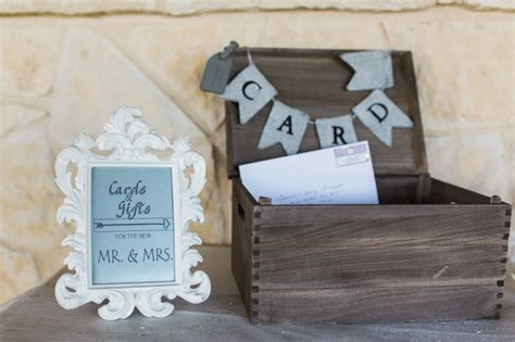 wedding guest    gift giving