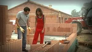 monter un mur de briques youtube With comment construire une maison en brique