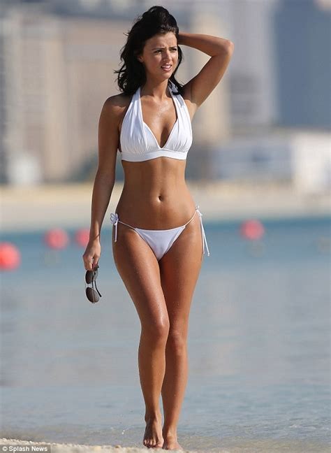 Lucy Mecklenburgh displays envy-inducing curves in bikini ...