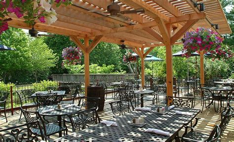 Outdoor Dining In Lambertville - Lambertville Station Rest