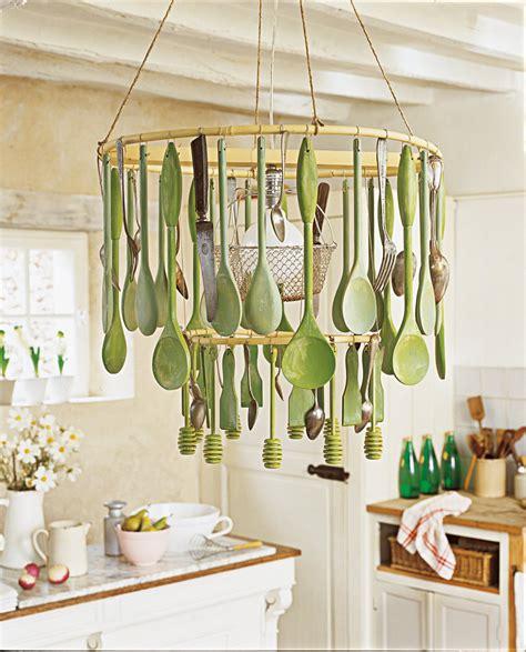 lustre cuisine un lustre fait d ustensiles de cuisine