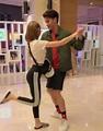 林明禎緊黏男神甜蜜跳舞!一轉身…緊身褲炸出「極品美尻」 | 娛樂星聞