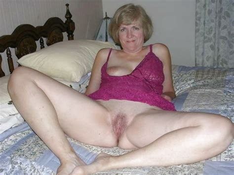 Bottomless Amateur Milfs And Cougars 119 Pics