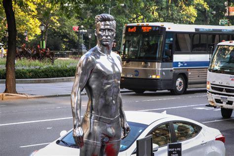 shiny giant david beckham statue coming   eaton centre  star