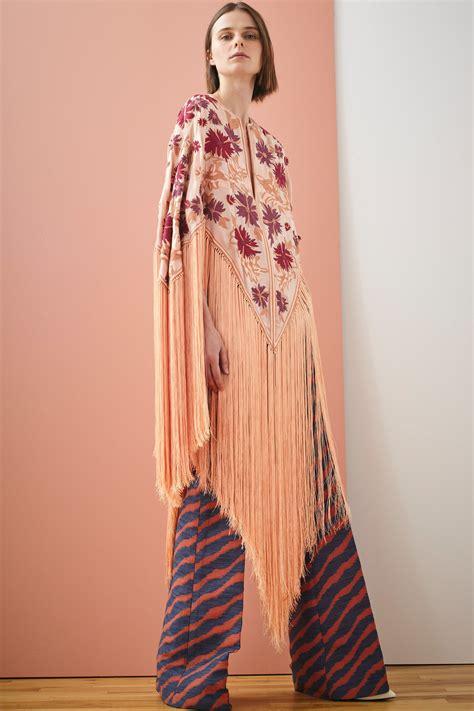 mendel resort  fashion show embroidery fashion
