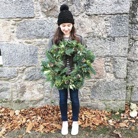 wreath making workshop  castle fraser hollie berries